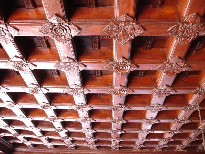 Floral patterns on the cieling